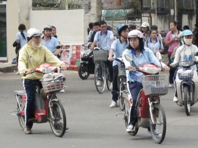 Học sinh đi xe đạp điện đang là tầm ngắm của các nhóm tội phạm