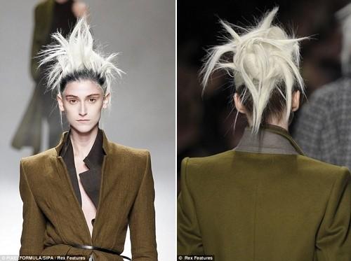 Những kiểu tóc 'nổi loạn' trên sàn catwalk Paris - ảnh 5
