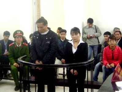 Bị cáo Lê Quang Minh và Nguyễn Thị Lập tại phiên tòa