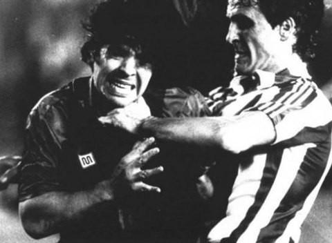 10 pha 'chặt chém' tai tiếng nhất lịch sử bóng đá - ảnh 2