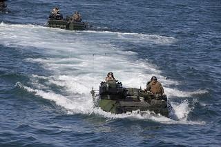 Đổ bộ bằng xe thiết giáp lội nước