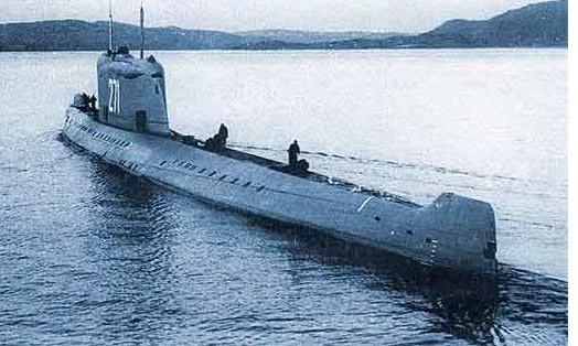 K-19 đề án 658 (mang tên lửa đạn đạo R-21 hoặc D-4), sau khi được hiện đại hóa sang đề án 658M, ảnh chụp khoảng mùa thu năm 1963 (nguồn: trên hình). K-19 là một trong những con tàu bị nhiều lần tai nạn nhất của Hải quân Liên Xô và Nga