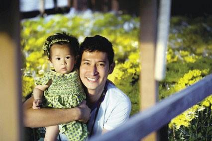 Huy Khánh và bé Cát.