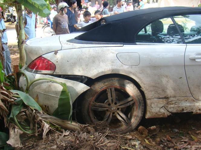 BMW lao vào nhà dân - ảnh 4