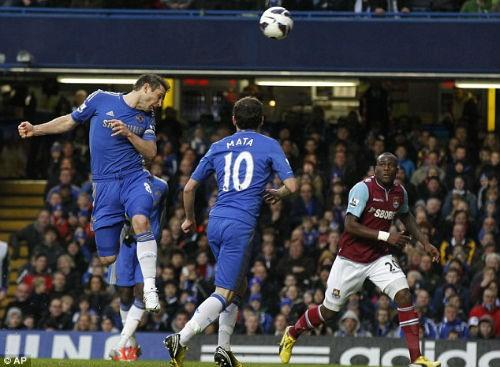 Pha đánh đầu không thể cản phá của Lampard