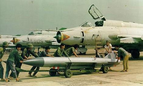 Chiến đấu cơ hiện đại nhất Không quân Nhân dân Việt Nam khi đó Su-22M được cơ động vào Trường Sa