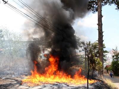 Đám cháy trong khuôn viên biệt thự cổ