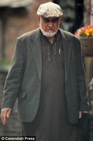 Ông Ilyas Ashar và vợ bị cáo buộc giam giữ, buôn người và lạm dụng tình dục