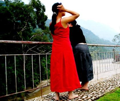 Hai thiếu nữ này sang Trung Quốc để đẻ thuê
