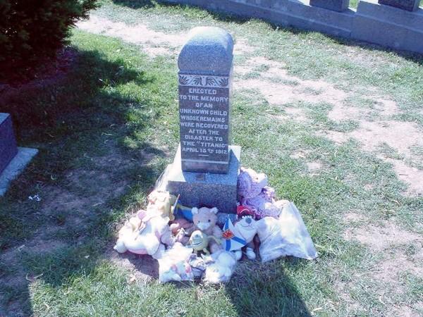 Ngôi mộ của chú bé vô danh