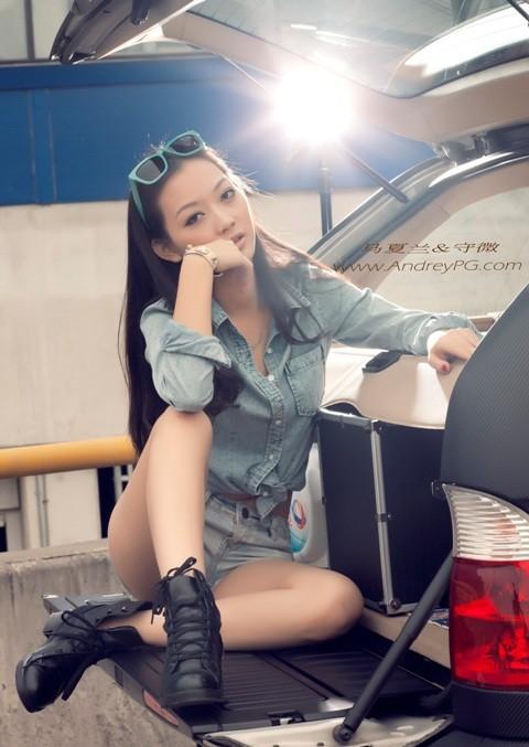 Người mẫu sexy bên xế hộp BMW - ảnh 1