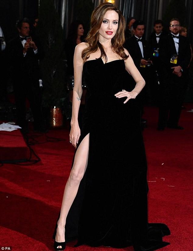 Fan tranh cãi về màn khoe chân của Jolie tại Oscar - ảnh 5