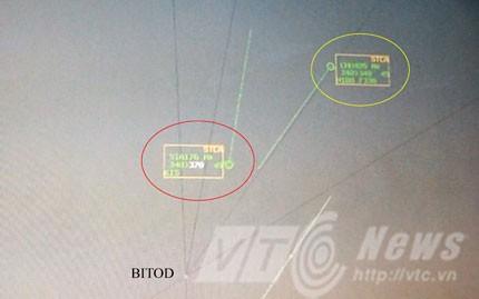 Vị trí hai chiếc máy bay khi hệ thống rada mặt đất cảnh báo - xuất hiện khung khung vuông xung quanh.