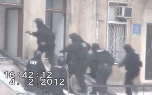 Video bắt kẻ âm mưu ám sát Thủ tướng Nga Putin - ảnh 2