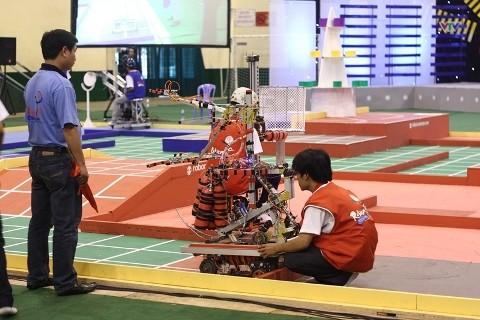Không bất ngờ vòng loại Robocon 2012 phía Nam - ảnh 9