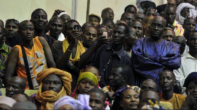 Người dân tại thủ đô Bamako, Mali ngày 4-4. Ảnh: Press TV