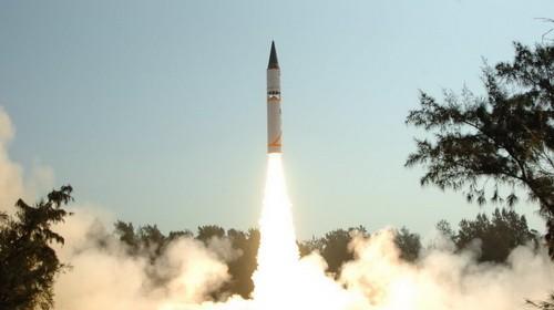 Một tên lửa Agni của Ấn Độ rời bệ phóng - Ảnh: warchina.com