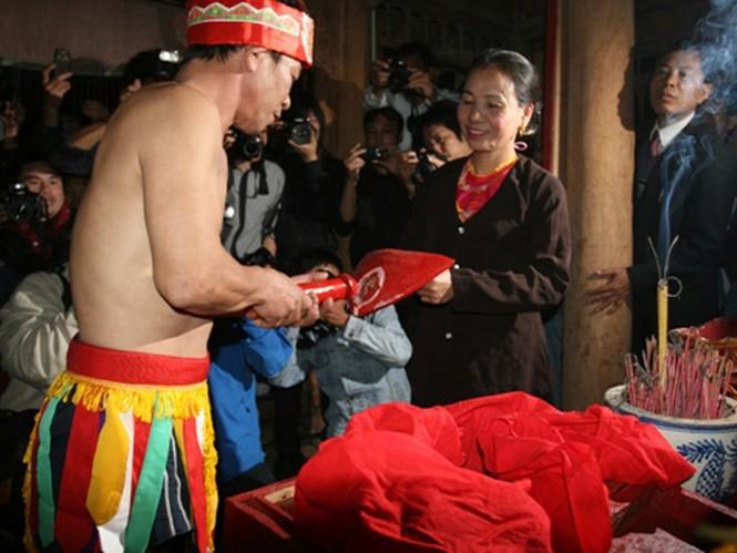 Nghi lễ phồn thực Trò trám ở Tứ Xã (Phú Thọ) nguyên bản phải diễn ra trong tối, nay đã đưa ra ánh sáng. Ảnh: internet