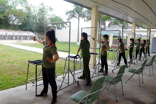 Cuộc thi nhằm đánh giá kết quả công tác giảng dạy, huấn luyện quân sự, võ thuật của các đơn vị, học viện, trường CAND. Mỗi một lượt bắn có 8 nữ sinh dự thi