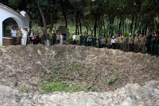 Hố bom, nơi 10 nữ TNXP hy sinh