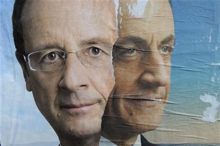 Tấm áp phích ghép khuôn mặt hai nhà lãnh đạo Sarkozy và Hollande