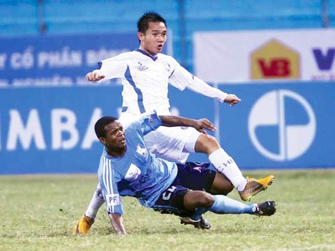 Đến thời điểm này, vòng đấu thứ sáu đã diễn ra nhưng giải vô địch quốc gia vẫn tiếp tục rơi vào tình trạng không tên dù có tuổi. Ảnh: Quang Minh