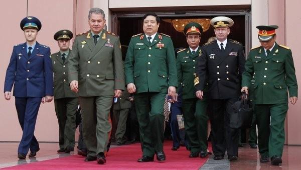 Bộ trưởng Quốc phòng hai nước sau cuộc hội đàm quân sự cấp cao