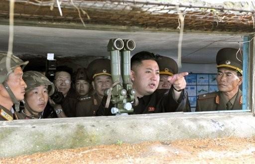 Nhà lãnh đạo Kim Jong-un thị sát một cuộc tập trận của quân đội Triều Tiên