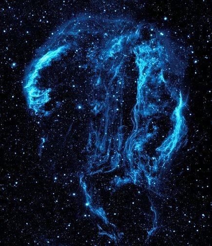 Một hình ảnh đặc sắc giữa thiên nhiên và vũ trụ. Những cây xương rồng khổng lồ như đang chạm tới các vì sao tại một hòn đảo của Bolivia. Hòn đảo này rộng khoảng 8.028 km2. San hô ở vùng biển này cũng rất phát triển. Ảnh: Nationalgeographic..             Những chòm sao Cygnus 1.500 tuổi rực rỡ trong vũ trụ. Chòm sao xếp giống hình chú thiên nga, xung quanh còn có các tinh vân – tàn dư của siêu tân tinh sinh ra cách đây 5.000 – 8.000 năm