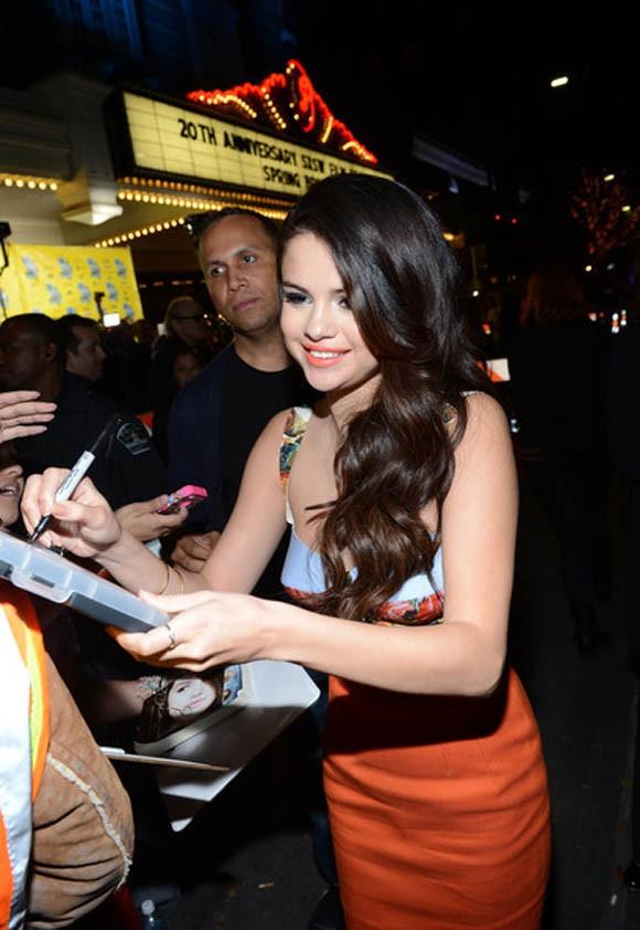 Selena Gomez  rạng rỡ trong buổi ra mắt phim mới - ảnh 6