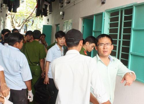 Công an khám nghiệm hiện trường vụ án mạng tại P.Bình Hòa, TX Thuận An - Ảnh: Tuy Phong