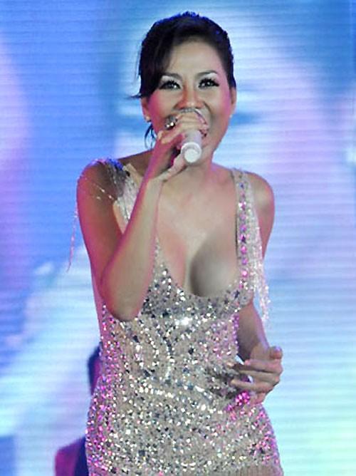 Sao Việt: Mốt áo mỏng khoe ngực khủng - ảnh 10