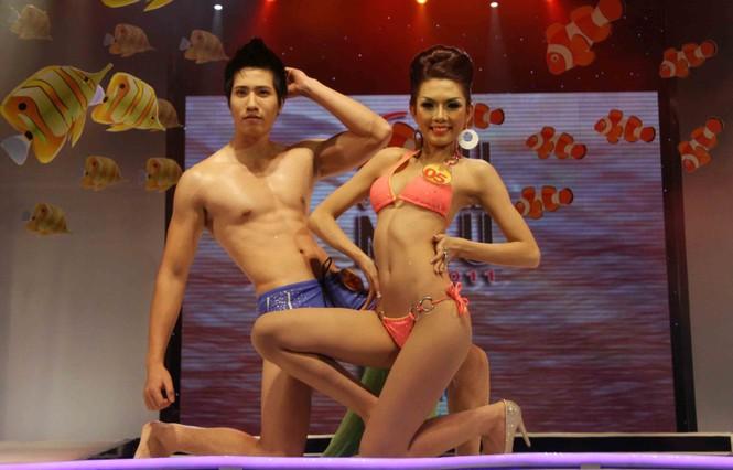 Trình diễn Bikini nóng bỏng đêm chung kết Siêu mẫu 2011 - ảnh 6