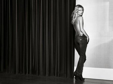 Kate Moss cởi áo khoe... quần - ảnh 9