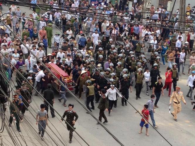 Sự việc hiện đang gây xôn xao cả TP Vĩnh Yên, Vĩnh Phúc. Ảnh: CTV