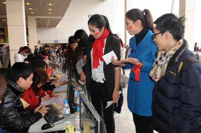 Hoa hậu Ngọc Hân cùng 500 cặp tình nhân hiến máu - ảnh 8