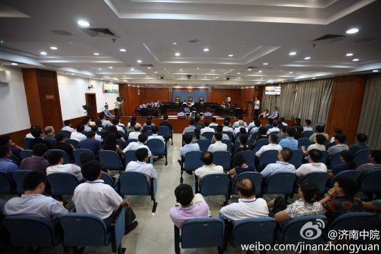 Trong số những người được theo dõi trực tiếp phiên xét xử ông Bạc Hy Lai,có năm người thân của ông Bạc Hy Lai, 19 nhà báo Trung Quốc và 84 người khác. Riêng nhà báo nước ngoài không được vào trong đưa tin mà chỉ được tác nghiệp ở bên ngoài hàng rào cảnh sát