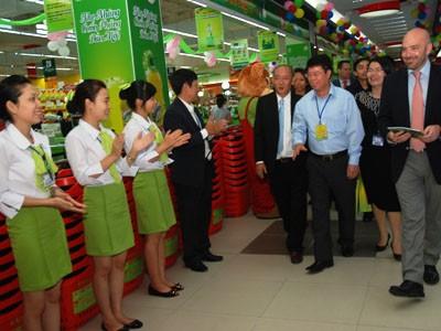 Lãnh đạo tỉnh Ninh Bình cùng đại diện BigC thăm các gian hàng