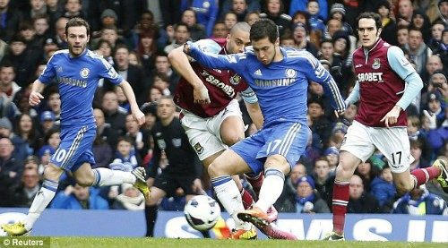 Hazard là cầu thủ nâng tỷ số lên 2-0 cho Chelsea