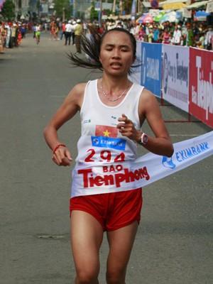 VĐV Phạm Thị Bình (Quảng Ngãi) - Giải Nhất nội dung 21km nữ bán marathon