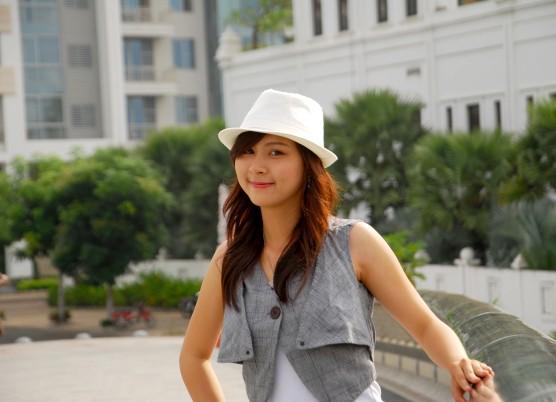 Nữ sinh Đại học Nguyễn Tất Thành khoe dáng - ảnh 8