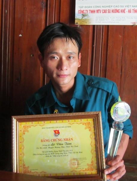 Tâm là 1 trong 300 đoàn viên thanh niên trong toàn quốc vinh dự được nhận giải thưởng Lương Định Của - Phần thưởng cao quý của BCH Trung ương Đoàn TNCS Hồ Chí Minh dành cho