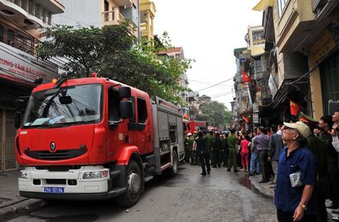 Tại hiện trường, lực lượng cảnh sát PPCCC huy động năm xe chuyên dụng để dập tắt đám cháy. Tới 12h cùng ngày đám cháy cơ bản được khống chế. Nguyên nhân ban đầu được xác định do nến từ phòng thờ bốc hỏa