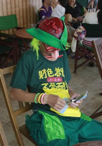 'Dị nhân' bán vé số ở Sài Gòn - ảnh 3