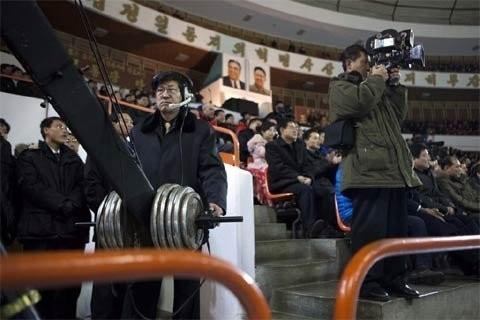 Cảnh ghi hình lễ khai mạc một cuộc thi trượt băng tại một sân băng ở Bình Nhưỡng ngày 15/2
