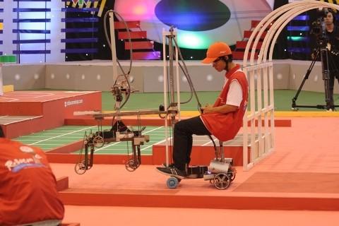 Không bất ngờ vòng loại Robocon 2012 phía Nam - ảnh 6