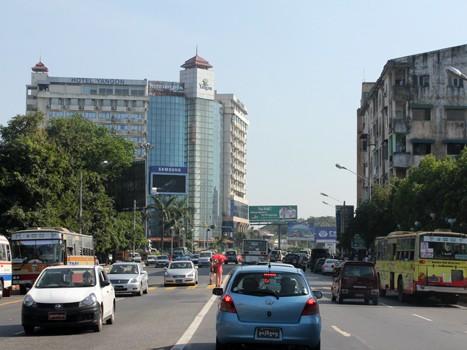 Thị trường Myanmar với cơ sở hạ tầng còn hạn chế đang là điểm đến của dòng vốn đầu tư nước ngoài. Ảnh: Vũ Lê