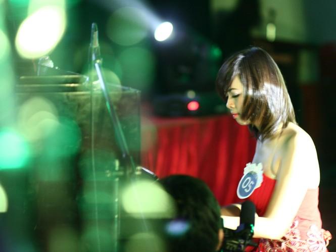 Phần thi tài năng của Thanh Hằng là trình diễn piano