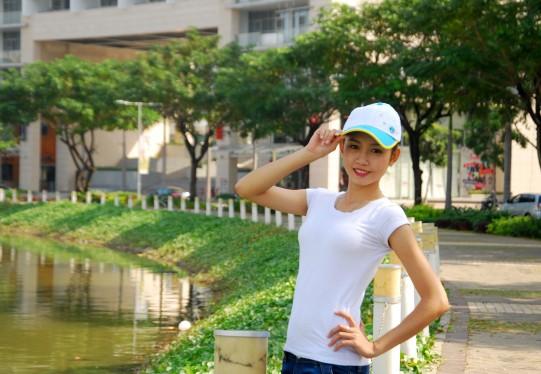 Nữ sinh Đại học Nguyễn Tất Thành khoe dáng - ảnh 6