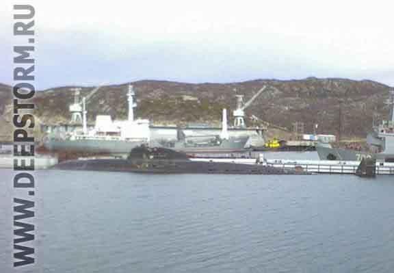 B-306 (tức K-306) đề án 671 trước đây thuộc quân số sư đoàn tàu ngầm số 3 phân hạm đội tàu ngầm số 11 Hạm đội Biển Bắc, neo đậu bảo quản trong vịnh Kut, mũi Olenhia, thành phố Snezhnogorsk năm 2007, ảnh Grigorenko